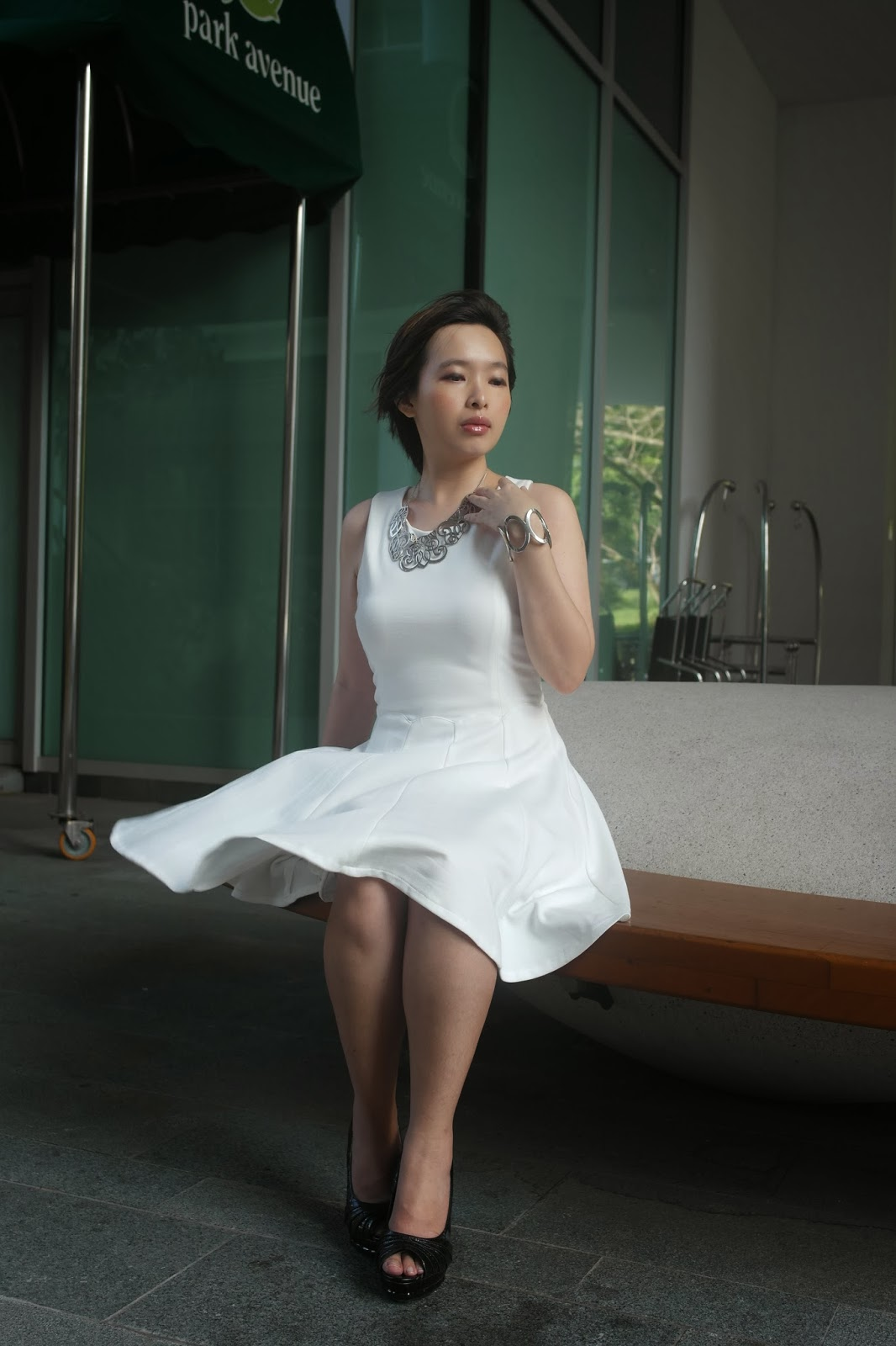 Marilyn monroe white dress accessories